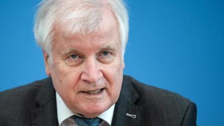 Minister Seehofer will weiter nach Afghanistan abschieben.