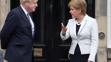 Die schottische Regierungschefin Nicola Sturgeon im Sommer 2019 zusammen mit dem britischen Premier Boris Johnson.