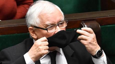Jaroslaw Kaczynski ist Chef der Regierungspartei Recht und Gerechtigkeit PiS und gilt als der eigentliche starke Mann Polens. Doch nun ringt er um seine Regierungsmehrheit.
