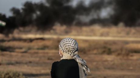 Protest an der Grenze zu Israel. Bei Konfrontationen zwischen Palästinensern und israelischen Soldaten wurden zahlreiche Menschen verletzt.