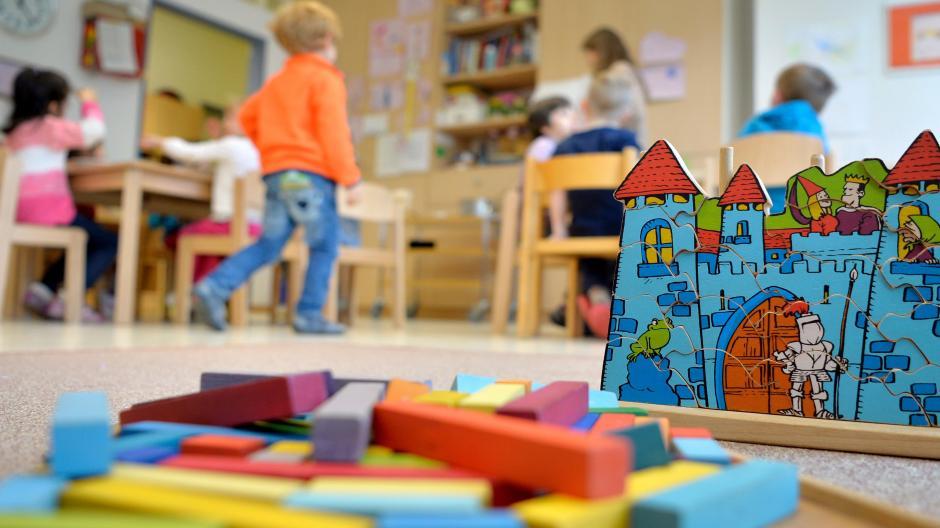Welche Rolle spielt Corona in Kindergärten und Schulen und wie sehr tragen Kinder dort zur Ausbreitung bei? Dies untersucht eine Studie der Uniklinik Augsburg.