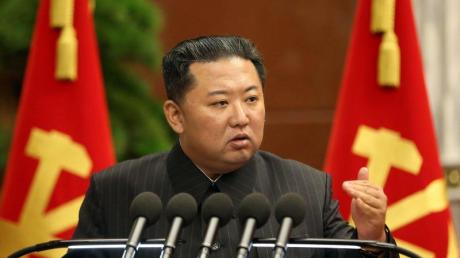 Das von der nordkoreanischen Nachrichtenagentur KCNA zur Verfügung gestellte Foto zeigt Kim Jong Un, Machthaber von Nordkorea.