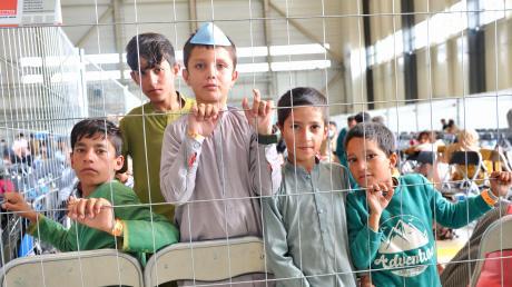 Sie warten auf ein neues Leben: Unter den Geflüchteten aus Afghanistan sind zahlreiche Kinder.