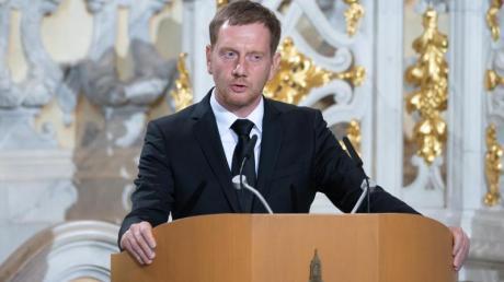 Michael Kretschmer (CDU), Ministerpräsident von Sachsen, spricht bei dem Trauerstaatsakt in der Frauenkirche zu den Gästen.