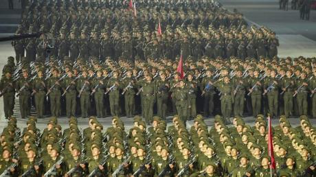 Nordkoreanische Soldaten auf dem Kim-Il-Sung-Platz während der Feierlichkeiten zum 73. Jahrestag der Staatsgründung.