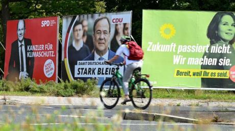Wahlplakate vonSPD, CDU und Grünen in Frankfurt am Main.