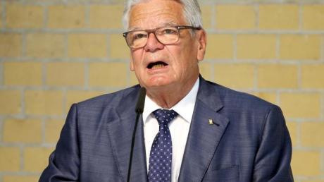 Ex-Bundespräsident Joachim Gauck hat Impfgegner scharf angegriffen.