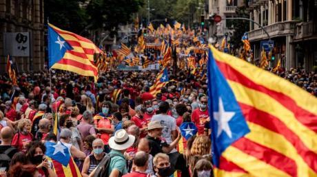 Hunderttausende demonstrieren inBarcelona für die Unabhängigkeit Kataloniens von Spanien.