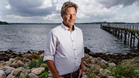 Robert Habeck führt seit 2018 gemeinsam mit Annalena Baerbock die Grünen an. Er hofft, dass seine Partei nach der Wahl an der nächsten Bundesregierung beteiligt sein wird – am liebsten mit der SPD als Koalitionspartner.