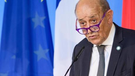 Der Außenminister von Frankreich, Jean-Yves Le Drian, sieht das Verhältnis innerhalb der Nato belastet.