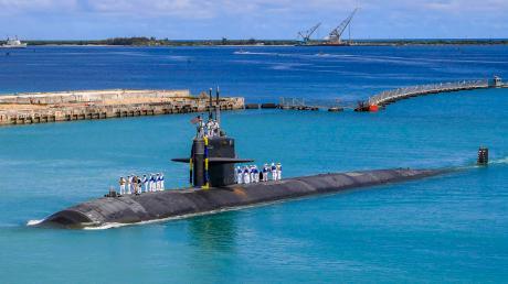 Das Angriffs-U-Boot USS Oklahoma City kehrt zum US-Marinestützpunkt in Guam zurück. Die USA verstärken ihre geostrategischen Aktivitäten im Pazifik.
