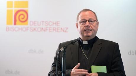 Georg Bätzing, Bischof von Limburg und Vorsitzender der Deutschen Bischofskonferenz, spricht zu Beginn der Herbstvollversammlung in Fulda.