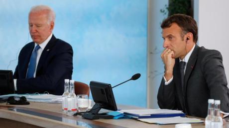 Joe Biden (l) und Emmanuel Macron bei einem Treffen im Rahmen des G7-Gipfels im Juni.