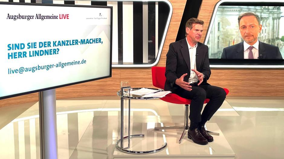 """FDP-Chef Christian Lindner im Forum-Live-Gespräch mit dem Chefredakteur unserer Zeitung, Gregor Peter Schmitz.   """"Meine Sorge ist, dass viele auf einen kostenpflichtigen Test verzichten und sich im privaten Rahmen ohne Test treffen."""""""