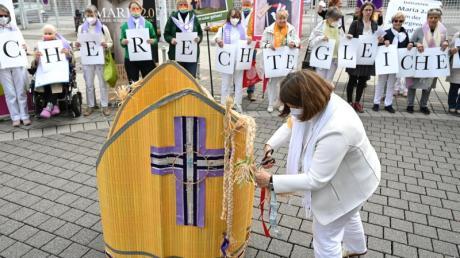 Alte Zöpfe abschneiden: Die Initiative «Maria 2.0» demonstriert am Rande der Synodalversammlung in Frankfurt (Main).