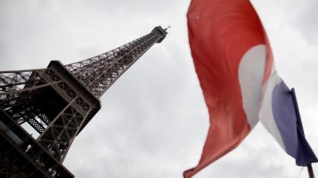 Das Wahrzeichen der französischen Hauptstadt:Der Eiffelturm in Paris.