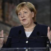 Kanzlerin Angela Merkel will am Sonntag unter anderem den israelischen Ministerpräsidenten Naftali Bennett, Präsident Izchak Herzog und Außenminister Jair Lapid zu Gesprächen treffen. (Archivbild).