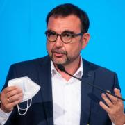 Bayern Gesundheitsminister Klaus Holetschek (CSU) spricht sich für eine Verlängerung der epidemischen Lage von nationaler Tragweite aus.