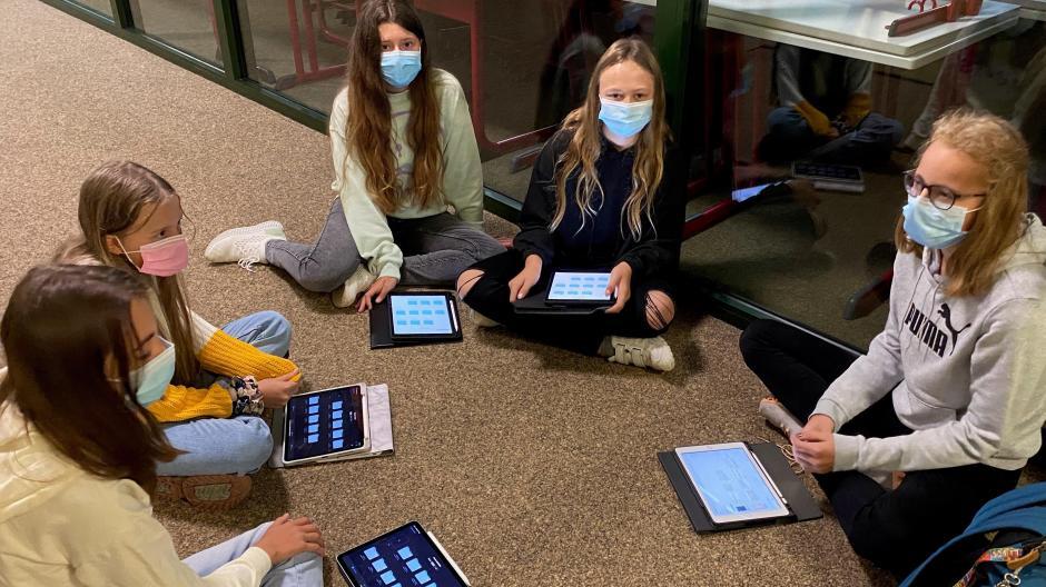 Immer mehr Unterricht findet, so wie hier am Deutschherrengymnasium in Aichach, auf Laptops und Tablets statt. Das schafft neue Möglichkeiten, doch führt auch zu Problemen. Das behauptet zumindest ein Bildungswissenschaftler.