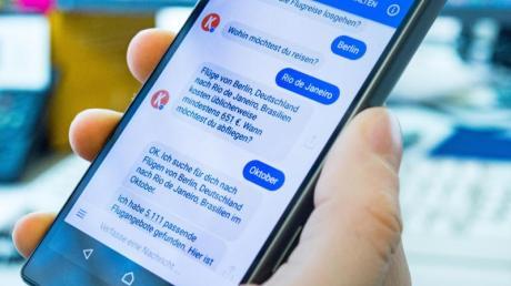 Der Kayak-Chatbot im Facebook Messenger kommuniziert augenscheinlich wie ein echter Mensch - doch der Funktionsumfang ist noch begrenzt.