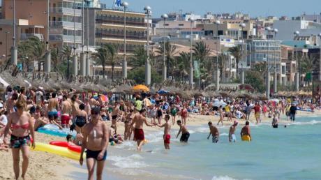 Mallorca liegt seit Jahren hoch imTrend bei deutschen Sommerurlaubern. Das zeigt auch die Auswertung von Online-Buchungen. Foto: Julian Stratenschulte/dpa