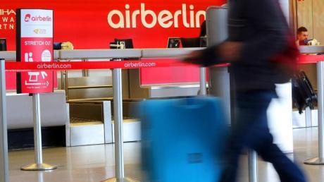 Viele sind derzeit mit Air Berlin verreist - und sie sollen trotz Insolvenz wieder nach Hause kommen. Foto: Wolfgang Kumm/dpa
