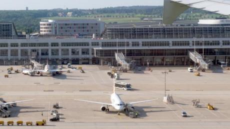 Die Bahn plant, den Flughafen Stuttgart für ein Jahr vom S-Bahn Verkehr abzukoppeln.