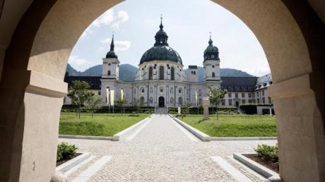 Die majestätische Basilika ist das Herz des Klosters Ettal in Bayern. Foto: Matthias Fend/Kloster Ettal/dpa-tmn