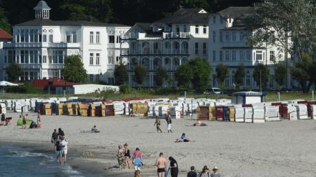 Die Wassertemperaturen auf der Insel Rügen liegen zwischen 17 und 19 Grad. Foto: Stefan Sauer/Archiv