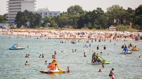 Badespaß am Timmendorfer Strand an der Ostsee. Foto: Daniel Bockwoldt