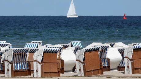 Trotz einer leichten Abkühlung sind die Wassertemperaturen in der Nord- und Ostsee noch angenehm. Foto: Bernd Wüstneck