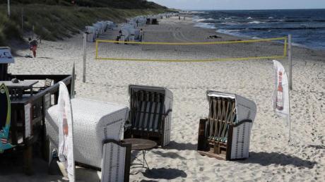 An der Ostseeküste - hier in Graal Müritz - sind nicht mehr so viele Badegäste unterwegs. Das Wasser hat sich schon etwas abgekühlt. Foto: Bernd Wüstneck