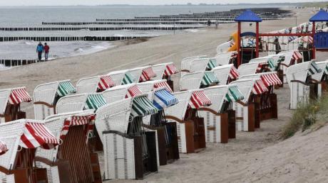 An der Ostsee geht die Badesaison langsam zu Ende. Die Wassertemperaturen liegen derzeit bei 18 bis 20 Grad. Archiv Foto: Bernd Wüstneck