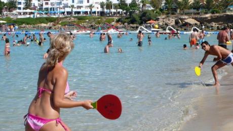 Der Sommer in Zypern ist noch nicht vorbei. Die Wassertemperaturen belaufen sich momentan noch auf bis zu 27 Grad. Foto: Katia Christodoulou/epa