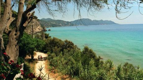 Vor der griechischen Korfu ist das Wasser etwa 22 Grad warm. Foto: Christian Röwekamp