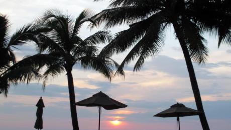 An den Küsten Thailands, hier Koh Chang, beträgt die Wassertemperatur zurzeit etwa 29 Grad. Foto: Andrea Warnecke