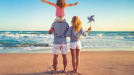 Wer noch nicht weiß, wohin es heuer in den Urlaub gehen soll, kann sich bei dem kalten Wetter Gedanken über die heißen Tage im Jahr machen. Hoch im Ranking: Urlaub am Meer.