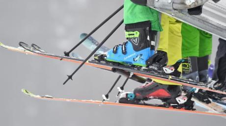 Trotz der schlechten Schneelage haben viele Skigebiete im Allgäu geöffnet.
