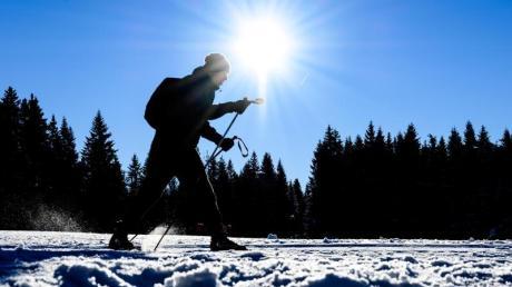 Mit optimalen Schneebedingungen locken aktuell Skigebiete in Deutschland, Österreich und Frankreich.
