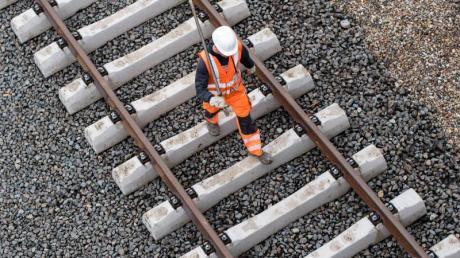 Neben Instandhaltungsvorhaben plant die Bahn in den nächsten Jahren rund 50 Neu- und Ausbauprojekte. Zahlreiche Baustellen könnten für Totalsperrung, Umleitung oder Zugausfälle sorgen. Foto: Lukas Schulze