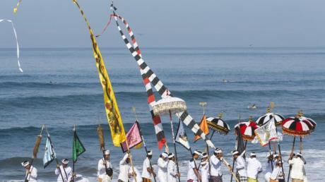 Bali feiert den «Tag der Stille». Einheimische werden nicht zur Arbeit gehen, nicht reisen und kein mobiles Internet nutzen.