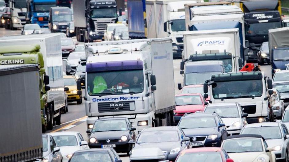 Stillstand: Experten rechnen zu Ostern mit Stau auf allen wichtigen deutschen Autobahnen. Foto: Rolf Vennenbernd