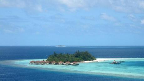 Wer wirklich warmes Badewasser bevorzugt, findet diese aktuell unter anderen auf den Malediven. Foto: Andrea Warnecke