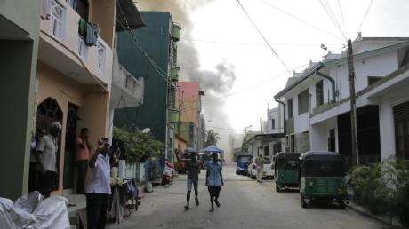 Nach den Anschlägen auf Luxushotels und Kirchen am Ostersonntag bleibt die Lage auf Sri Lanka angespannt. Urlauber sollten daher öffentliche Plätze meiden. Foto: Eranga Jayawardena/AP