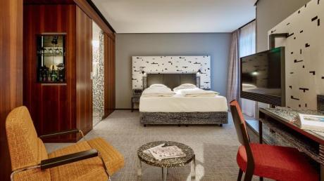 So sieht ein Deluxe-Zimmer im Hotel «Das Triest» in Wien aus. Das Haus wirbt unter anderem mit speziell entworfenen Möbeln.