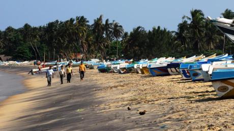 Große Veranstalter wie DER oder Thomas Cook bringen bis zum Sommer keine Urlauber mehr nach Sri Lanka. In der Regel können Kunden die Reise kostenlos umbuchen.