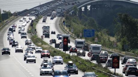 In den nächsten Tagen dürften Autofahrer auf deutschen Autobahnen kaum auf Behinderungen treffen. Foto: Daniel Friederichs/Archiv