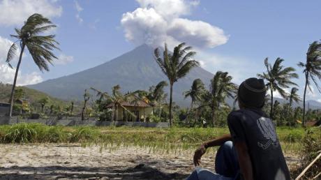 Der Vulkan Agung auf Bali ist seit Ende 2017 wieder aktiv.