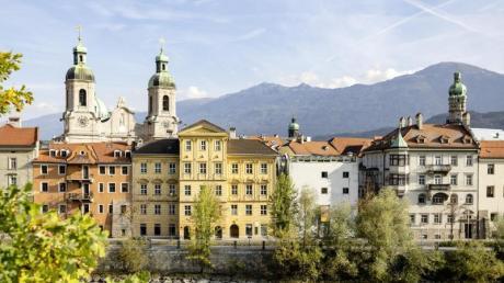 Die Altstadt von Innsbruck ist alt - doch hier findet man auch viele Szenelokale. Foto: Mario Webhofer