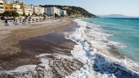 Für klassische Badedestinationen wie Griechenland können Großveranstalter häufig bessere Preise anbieten. Foto: Philipp Laage/dpa-tmn